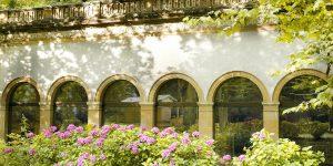 Paysage fleuri et agréable à Ussat Les Bains.